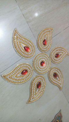 Rangoli Border Designs, Rangoli Patterns, Rangoli Ideas, Rangoli Designs Diwali, Diy Arts And Crafts, Hobbies And Crafts, Handmade Crafts, Diwali Diy, Diwali Craft
