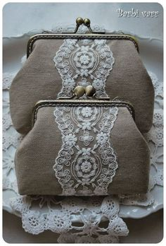 Barbi varr, avagy most másra használom a tűt. Diy Tote Bag, Diy Purse, Bridal Handbags, Lace Bag, Frame Purse, Embroidery Bags, Beaded Bags, Purse Patterns, Vintage Purses