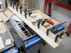 Besides the blade, the most important part on a table saw is the fence. If yours is beat up or you just want a new one, here's how you can build your own. Woodworking Jig Plans, Woodworking Projects Diy, Diy Projects, Diy Table Saw Fence, Make A Table, Wooden Fence, Wooden Tables, Blade, Garage