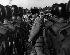 https://downloadfotofb.blogspot.co.id/2016/05/foto-mengagumkan-presiden-soekarno.html
