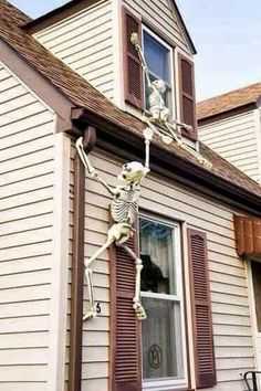 skeleton Halloween decorations... this is too funny!