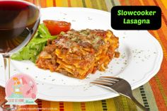 A delicious twist on traditional lasagne using hash browns instead of pasta sheets! Hash brown lasagne cooks in 40 minutes and serves Slow Cooker Recipes, Crockpot Recipes, Cooking Recipes, Healthy Recipes, Kid Recipes, Slow Cooking, Cooking Ideas, Healthy Food, Lasagna