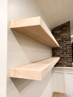 Nov 2019 - Budget friendly tutorial for building large floating shelves from plywood and pine to look like expensive white oak custom shelves Plywood Shelves, Plywood Walls, Oak Plywood, Oak Shelves, Corner Shelves, Bookcase Wall, Bookshelf Design, Bookcase Storage, Wall Shelves Design
