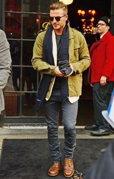 David Beckham - Looks & Style - photos Estilo David Beckham, David Beckham Style, David Beckham Fashion, David Beckham Boots, David Beckham Hair, Stylish Men, Men Casual, Smart Casual, Looks Style