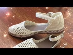 Buckle Knit Sandals Making Part 2 Crochet Sandals, Crochet Boots, Crochet Slippers, Crochet Clothes, Knit Crochet, Toms Style, Crochet Slipper Pattern, Crochet Toddler, Barefoot Shoes