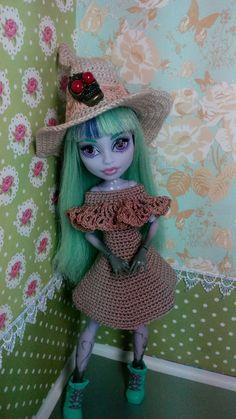 Handmade crochet clothes for Monster High