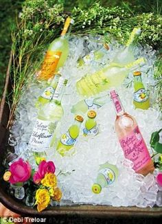 32 Best Garden Party Ideas With Pictures You Shouldn t Miss In 2019 The Mummy Front Boho Garden Party, Garden Parties, Summer Parties, Backyard Parties, Backyard Bbq, Summer Drinks, Bbq Party, Luau Party, Party Drinks