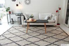 moderni,olohuone,matto,mustavalkoinen,valkoinen sohva