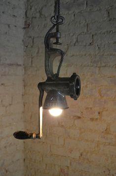 Rustikale vintage Lampe aus recyceltem Fleischwolf von Industrial.KO.Design auf DaWanda.com Industrial.KO.Design ist eine registrierte Marke.