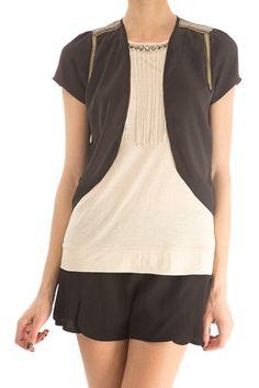 50% de descuento!!! Bolero negro de manga corta, con detalle de cadenas en los hombros. Ideal para completar un look de noche. 100% poliéster CULT de Plural @  http://www.miinto.es/p-9969-cult
