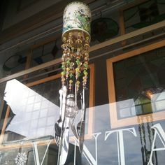 Saw this Cool wind-chime from recycled vintage tin, salt shaker & silverware... Would be an easy DIY project :)