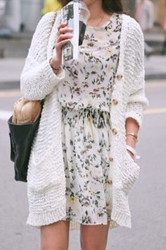 【11AM】カジュアルに仕上げた透かし編みカーディガン。腰まで隠れるゆったりシルエットを、深めのVネックで大人っぽく引き締め。これからの季節にピッタリな、軽やかな着心地もポイントに☆ アウター感覚でコーデに取り入れるのがオススメ。