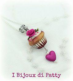 Guarda questo articolo nel mio negozio Etsy https://www.etsy.com/listing/462553804/collana-con-ciondolo-cupcake-con-rosa