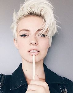 2016 Cool Pixie Haircuts for Oval Faces | Hairstyles 2016 New Haircuts and Hair Colors from special-hairstyles.com More