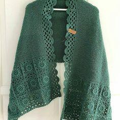Anneme şal modeli ararken bulunan güzellik 👌👌👌 harika harika . . . . . . . #örgüşal #shawlette #crochetshawl #creativecrochet #tığişi… Crochet Cardigan, Knitted Shawls, Crochet Shawl, Knit Crochet, Crochet Designs, Knitting Designs, Diy Fashion Projects, Crochet Accessories, Baby Knitting Patterns