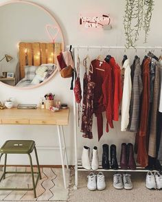 small cozy boho chic bedroom organization ideas