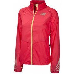 Het NBX Jacket van @Vinod Pillai Balance is een comfortabele #jas die je bescherming biedt tegen allerlei weersomstandigheden tijdens het #hardlopen. #dws