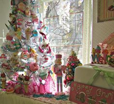 http://4.bp.blogspot.com/-jaoXdr1x9_0/UoUo7IzF64I/AAAAAAAAMTI/iq_mRJ2zMDI/s1600/IMG_1443a.jpg ************* I hope to have a CandyLand Tree in MY kitchen next yr.....*drooling here...bj