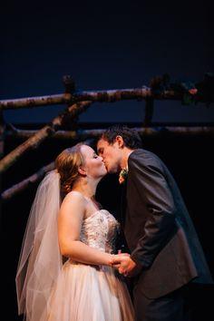 Wedding Kiss, Oregon, Barn, Couples, Wedding Dresses, Fashion, Bride Dresses, Moda, Bridal Wedding Dresses