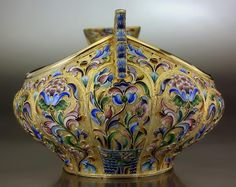 Large gilded silver and shaded cloisonne enamel kovsh of traditional boat shape with hook handle, made in Moscow between 1908 and 1917 by the Artel. The lobed body is enameled with stylized flowers in the century style on a gilded stippled ground. Vintage Silver, Antique Silver, Antique Jewelry, Vitreous Enamel, Antique Boxes, Russian Fashion, Russian Art, Art Deco Jewelry, Decorative Objects