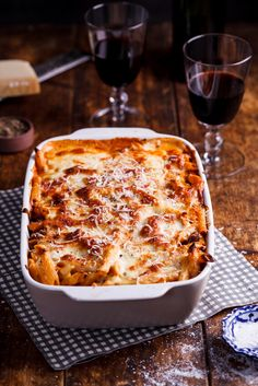 Lower Excess Fat Rooster Recipes That Basically Prime This Rich And Aromatic Bolognese Pasta Bake Is Perfect For Busy Weeknights Or Feeding A Crowd As It Can Easily Be Made In Bulk And Frozen. Yummy Pasta Recipes, Cheese Recipes, Lunch Recipes, Casserole Recipes, Beef Recipes, Yummy Food, Pasta Casserole, Dinner Recipes, Food Photography