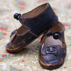 Antique French Original Brown Leather Bru Shoes that is marked Bru Jne Paris – 9 upon the leather soles. The edges  a nickel button and loop forms the