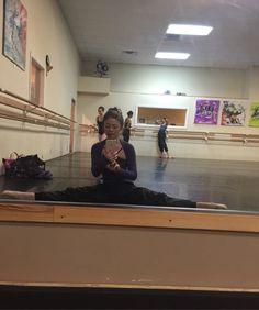 なんで踊り続けているんだろう~~?  きっとforever21のチープなドレスを可愛くかっこよく着こなしていたいのかも!?   イヴサンローランや、シャネルは将来いつでも着れるので、当分私はforeverでいきたいと思っていますー!!(笑)