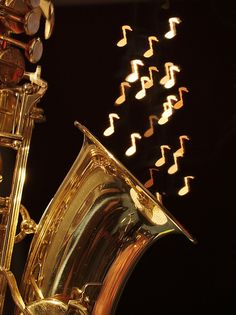 The saxophone and the music notes