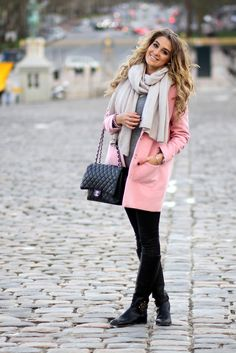 A great combo for the spring. Pink coat, beige scarf & black accessories - Mungolife