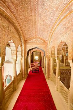 Samode Palace, Jaipur Here's A Stunning Look Inside Two Of Rajasthan's Most Regal Palaces Mughal Architecture, Ancient Architecture, Beautiful Architecture, Art And Architecture, Indian Interior Design, India Home Decor, Indian Interiors, Palace Hotel, Architectural Digest