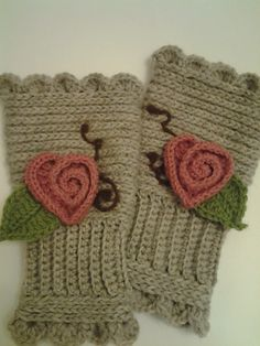 """Don't have much use for """"texting gloves,"""" but exploring her blogsite turned up some great techniques--flowers, hearts and braid pattern of crochet (looks like knitting!)"""