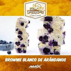 🍴Brownie blanco de arándanos por @edeand ✅Sin azúcares ✅Para 16 porciones 📝Ingredientes: -150g harina de avena -80g harina de almendras -2cazos de CFM Isolate Milky-Vanilla de @amixesp -6 cucharadas queso quark 0% -2 huevos enteros o 4 claras -125ml leche de almendras sin azúcar @almondbreezees -1 taza de arándanos -Extracto de vainilla -Endulzante al gusto 📝Topping: •3cucharadas queso crema 0% •2cucharadas leche de almendras sin azúcar 📝Elaboracion:  1.Precalentamos horno a 180 grados…