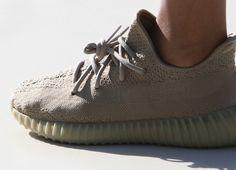 """Résultat de recherche d'images pour """"adidas yeezy 350 V2 dark green """"moonrock"""""""""""