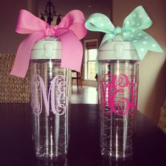 Eric - love this - with either my initials or name?) Personalized Tervis water bottle by Dawlens on Etsy Diy Tumblers, Tervis Tumbler, Tumbler Cups, Monogram Water Bottle, Circle Font, Roommate Gifts, Cute Water Bottles, Cute Cups, Silhouette Projects
