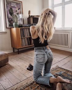 "4,292 Likes, 39 Comments - Isabella Thordsen (@isabellath) on Instagram: ""Mornings in vintage Levi's jeans, lots of black coffee and your favourite records ☕️"""