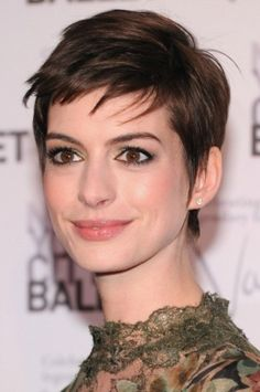 Anne Hathaway hair look