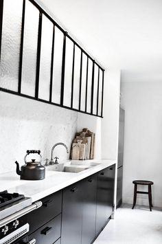 lovely black and white kitchen