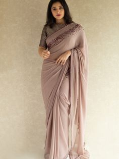 Gorgeous Designer Sarees That You Can't Stop Wearing - - Want to know where to shop gorgeous Designer Sarees online? Do check out this brands collection. Saree Wearing Styles, Saree Styles, Sarees For Girls, Silk Saree Blouse Designs, Wedding Saree Blouse Designs, New Blouse Designs, Stylish Blouse Design, Stylish Sarees, Trendy Sarees