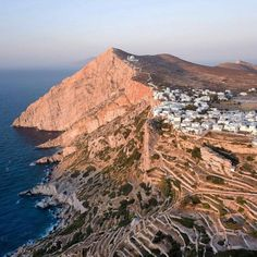 The incredible formation of Folegandros island (Φολέγανδρος) !!