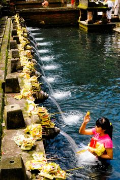 The Offering, Siring Palace, Bali, Indonesia Komodo Island, Gili Island, Beautiful Islands, Beautiful World, Beautiful Places, Java, Bali Tour Packages, Places To Travel, Places To Visit