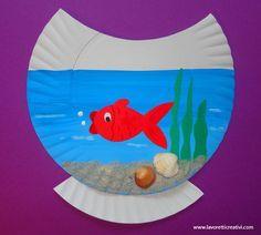 Knutsel vissenkom van een kartonnen bordje
