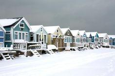 Mudeford Beach Huts, Dorset in Winter Bournemouth, Mudeford Beach Huts, Dorset Beaches, British Seaside, Winter Beach, New Forest, Beach Cottages, Beach Houses, Am Meer