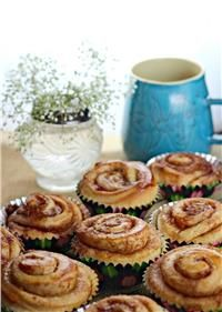 "Although these heartwarming treats are a daily indulgence in most Swedish homes, there is one special day each year that the pastry is highlighted just a bit more than other days: October is ""Kanebullens Dag"" (Cinnamon Roll Day)! Swedish Recipes, Greek Recipes, No Bake Desserts, Healthy Desserts, Cinnamon Desserts, Bread Art, Good Food, Yummy Food, Yummy Yummy"