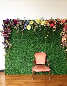 16 Fun Photo Backdrop Ideas for Your Next Party How cool is this? It's like an English Garden just popped up in your apartment! You could achieve something similar with astroturf or a giant photo of grass with actual flowers pinned to the top Floral Backdrop, Diy Backdrop, Wall Backdrops, Photo Booth Backdrop, Photo Backdrops, Floral Garland, Ceremony Backdrop, Rustic Backdrop, Backdrop Wedding