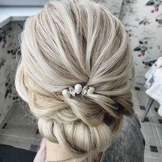 Шпилечка для любительниц минимализма и аккуратности) Причёска от моего звёздного стилиста @anna_picasso