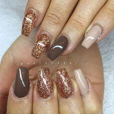 Förstärkning på naturliga naglar med Vanilla Nude från #IndigoNails och Cocoa 15 + kopparglitter ...