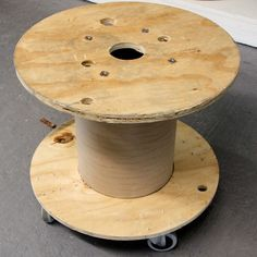 Locate a salvaged wooden electric wire spool, attach wheels to the underside and then cover with a tablecloth to make a perfect moveable pool side beverage table. OR bookcase on wheels Pallet Dance Floor, Electrical Spools, Large Wooden Spools, Drink Table, Beverage Table, Rolling Table, Spool Tables, Wire Spool, Spool Crafts