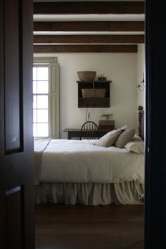 Beautiful Home Modern Country Style: Shaker-Style Home This also looks like one of Andrew Wyeth's paintings. Primitive Homes, Primitive Bedroom, Country Primitive, Primitive Fireplace, Faux Fireplace, Primitive Kitchen, Modern Country Style, Country Decor, Country Living