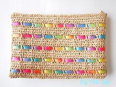 Crochet purse with ribon