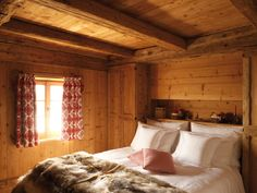 Luxus Ferienhaus mieten - Ferienvilla - San Lorenzo Mountain Lodge - Italy - North Italy - Chalet in Sankt Lorenzen with Pool Place of Calmness and view into the Valley Cabin Interior Design, Beautiful Interior Design, Design Hotel, House Design, Interior Architecture, Log Cabin Designs, Cabin Interiors, Vacation Home Rentals, House Rentals